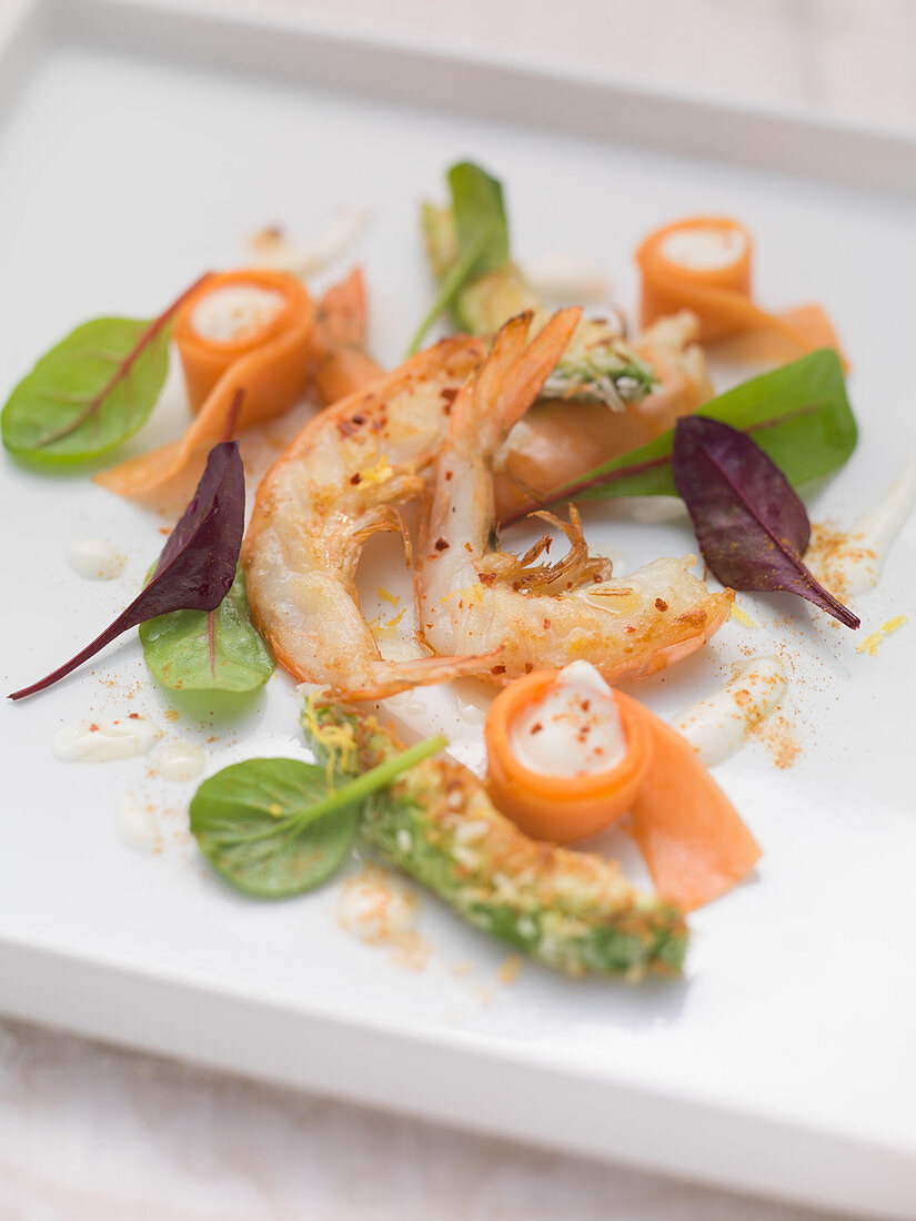 Grilled king prawns with avocado and papaya