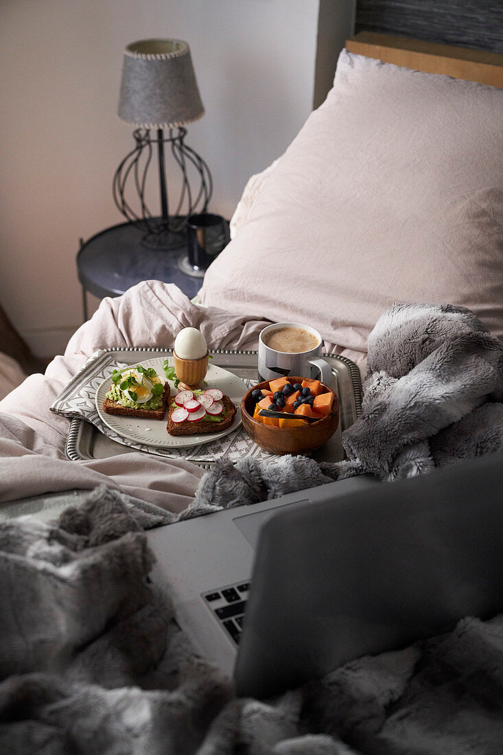 Breakfast and work in bed