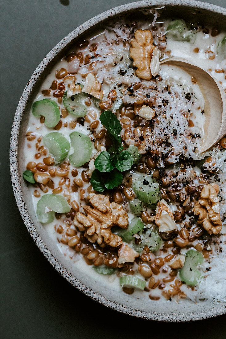 Spelt ragout with celery, cream and walnuts