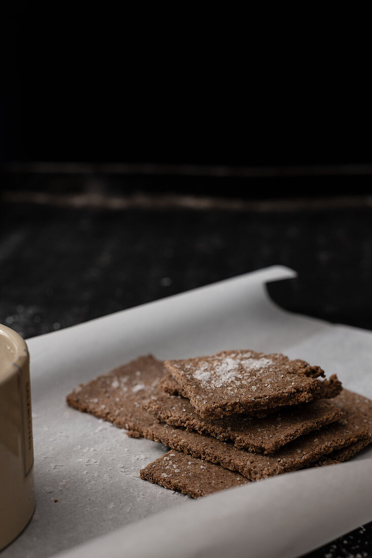 Low-carb almond crackers