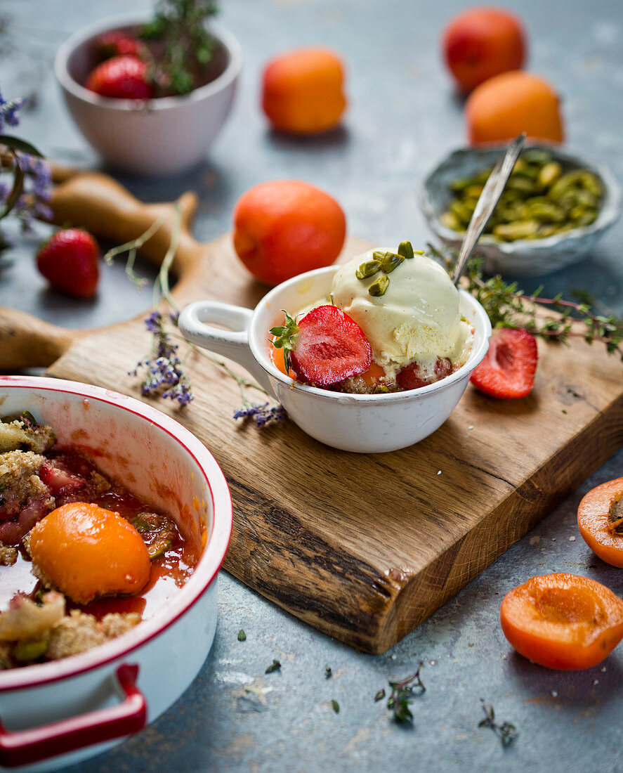 Apricot and strawberries crumble with vanilla ice cream