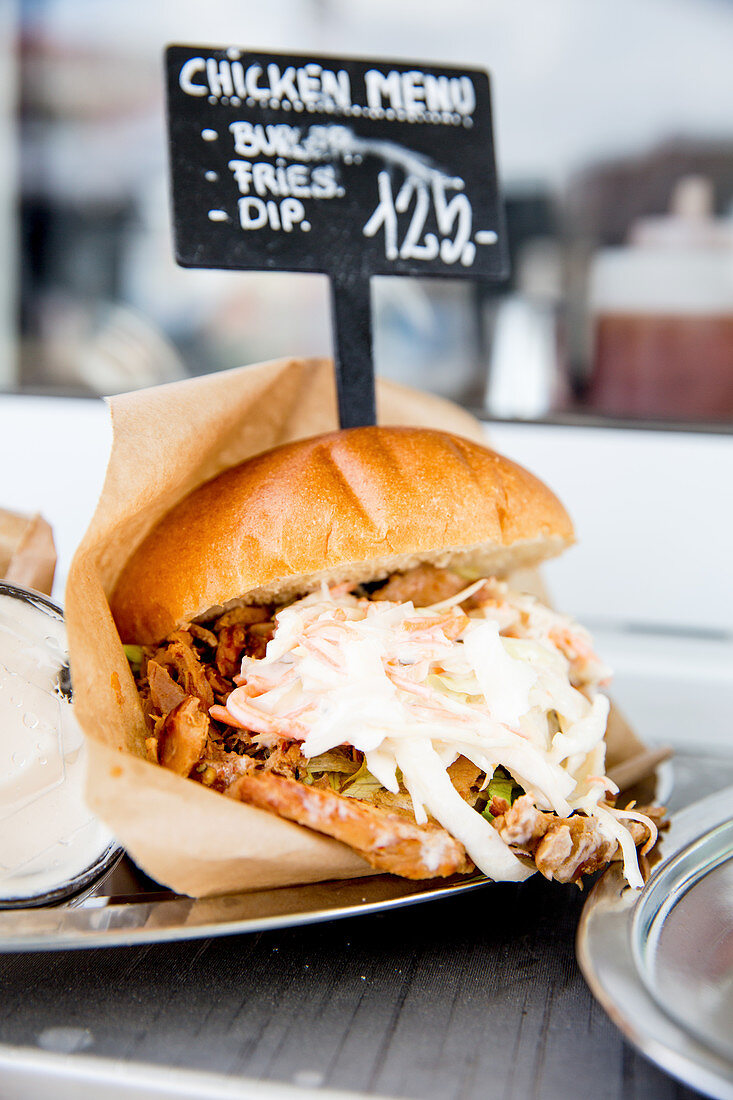 Pulled chicken burger with coleslaw