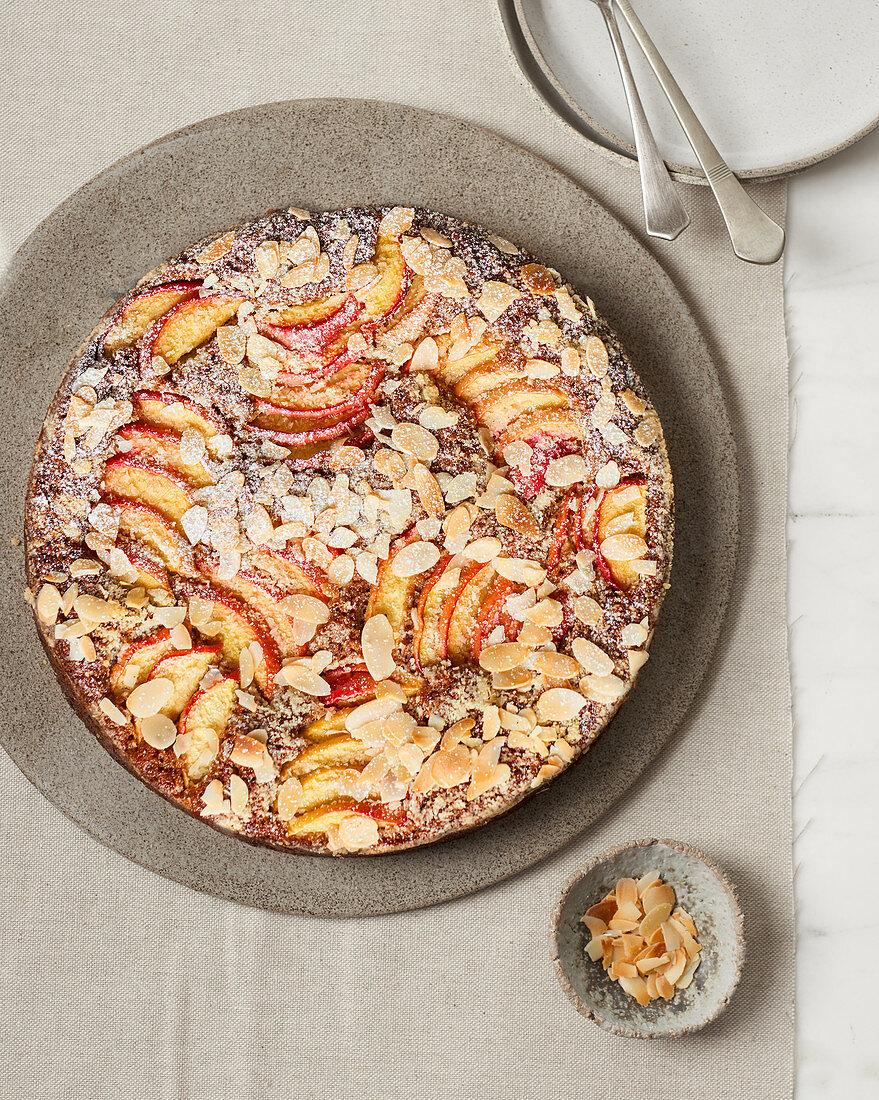 Mandel-Nuss-Kuchen mit Pfirsich