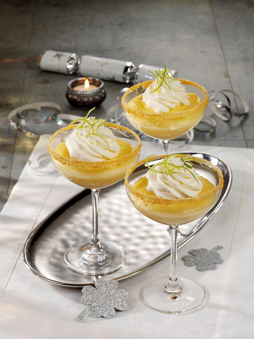 Champagnercreme in Gläsern