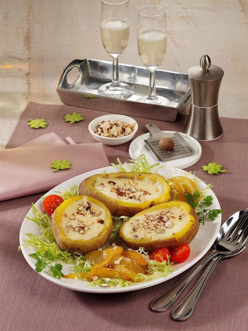 Nuss-Fondue in Kartoffeln