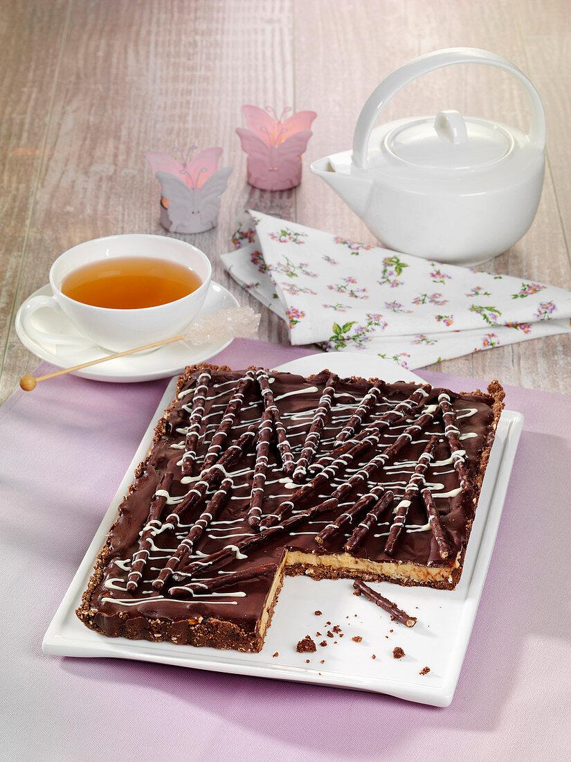 Sweet pretzel sticks cake (raw baking)