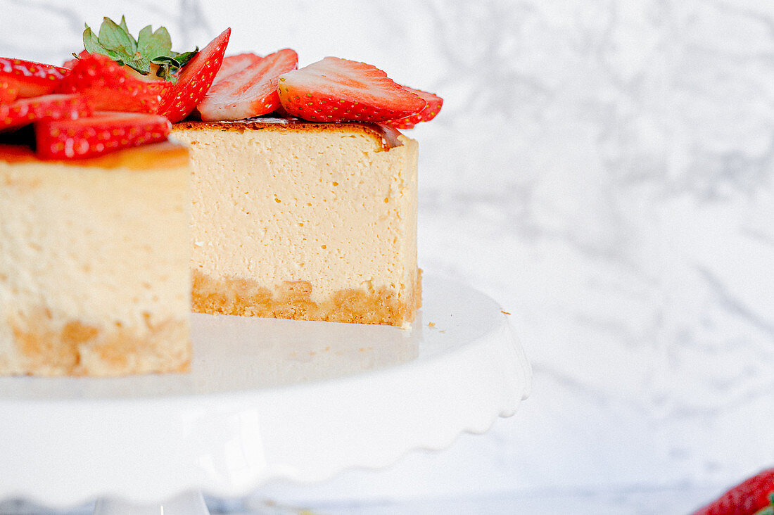 Amarula cream cheese cake with strawberries, sliced