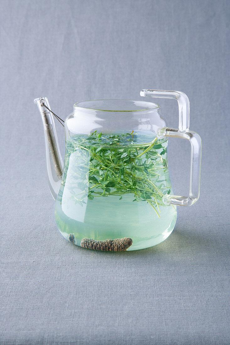 Lemon thyme tea with long pepper