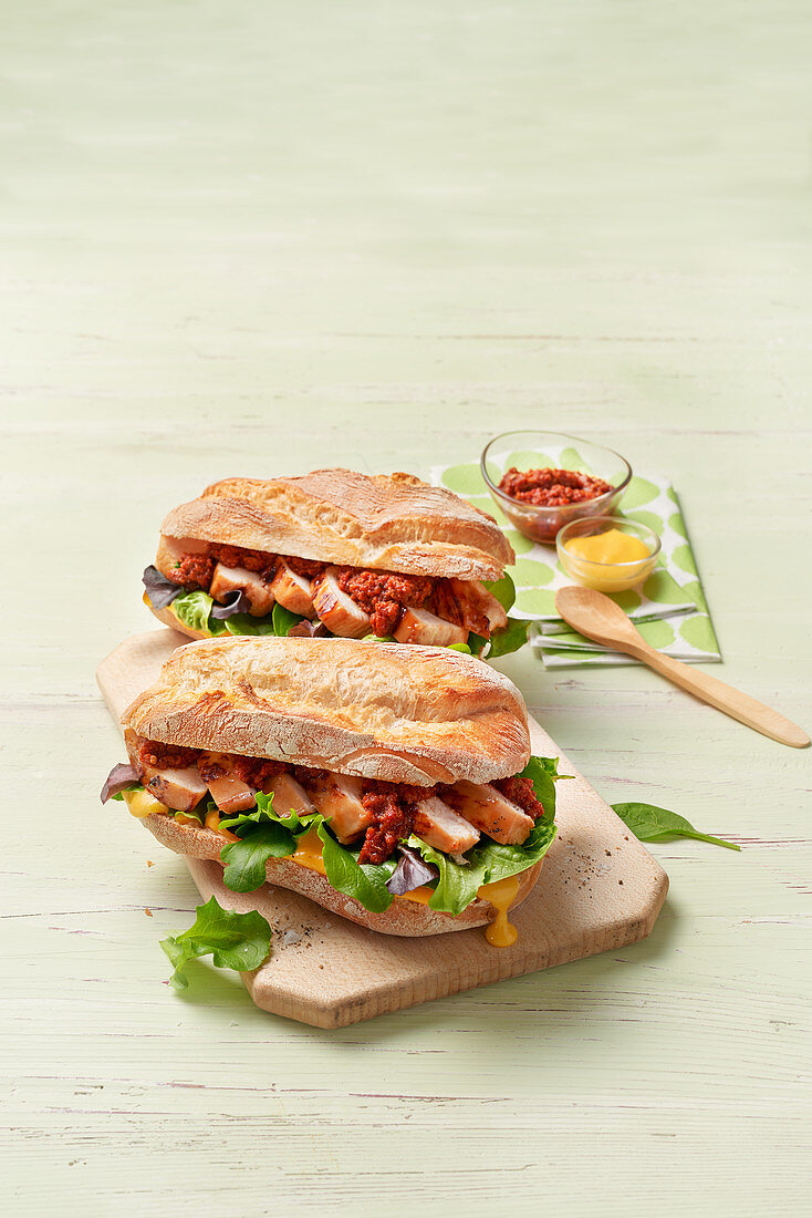 Sandwich with chicken fillet and pesto rosso