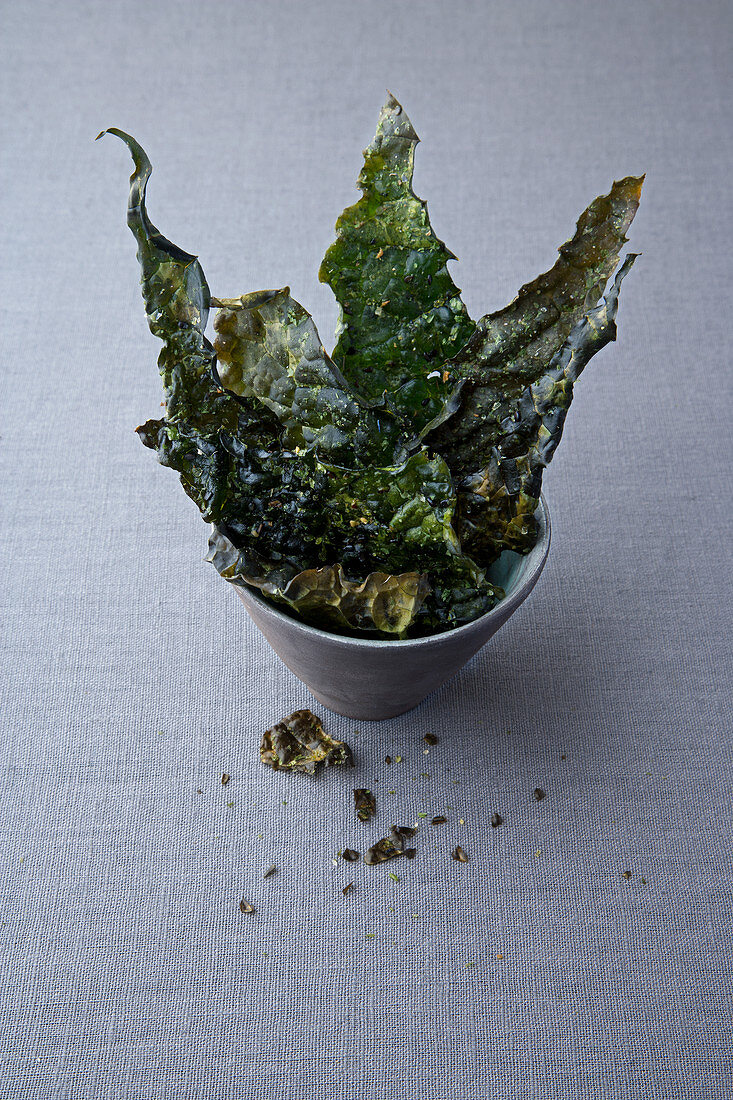 Palm cabbage chips with seaweed and tarragon salt