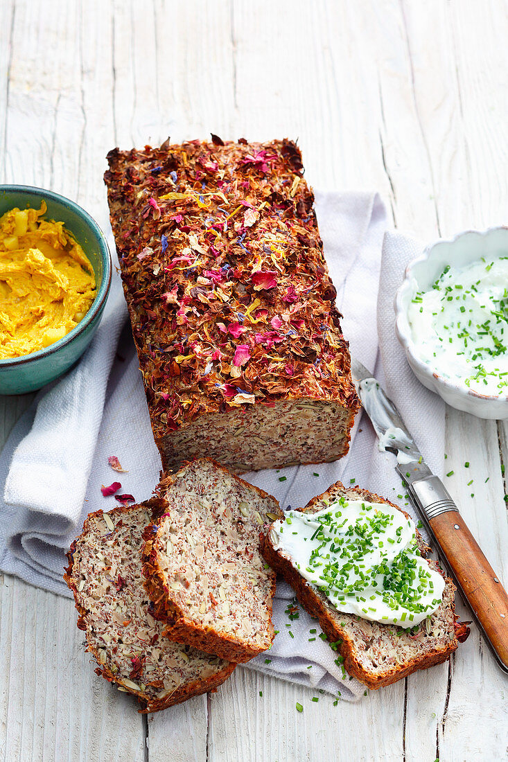 Protein bread with herb quark
