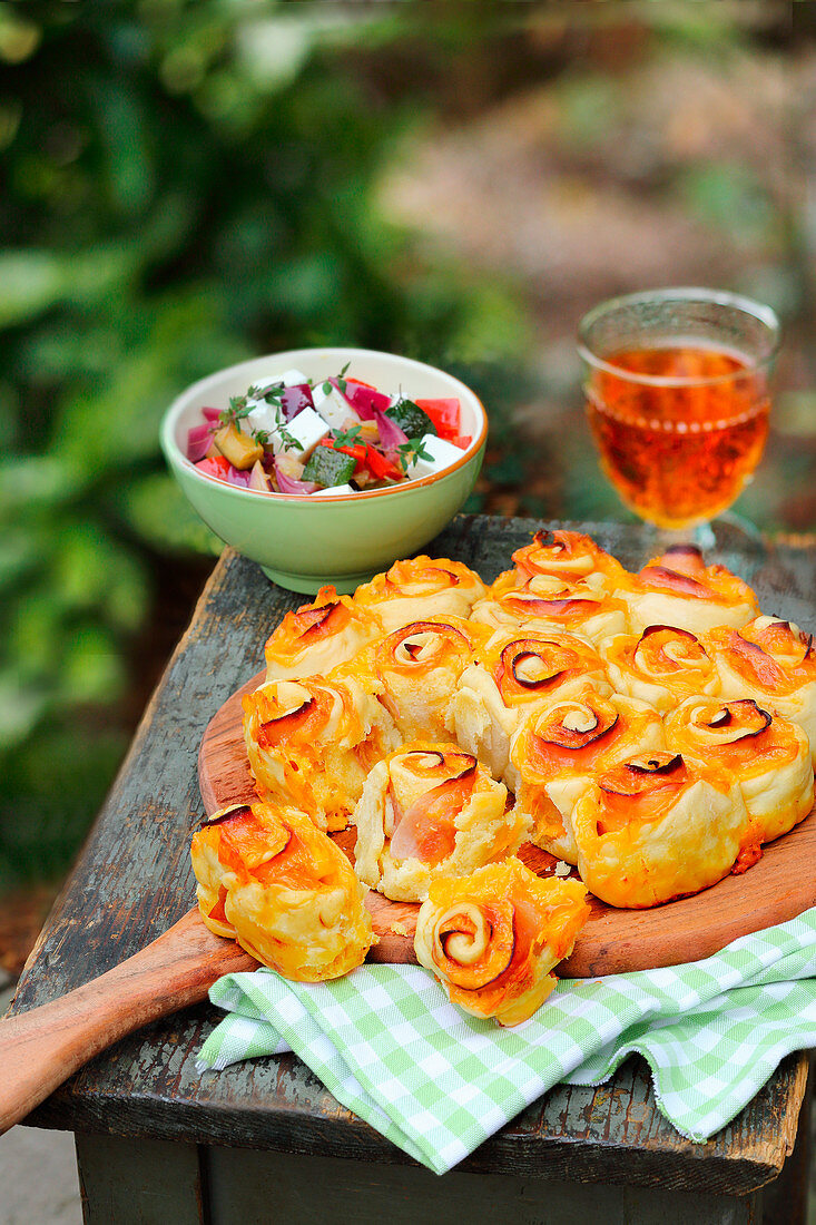 Pull-apart ham and cheese bread