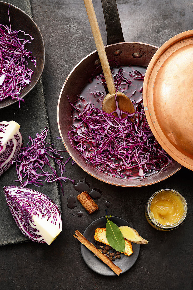 Bavarian red cabbage in a saucepan