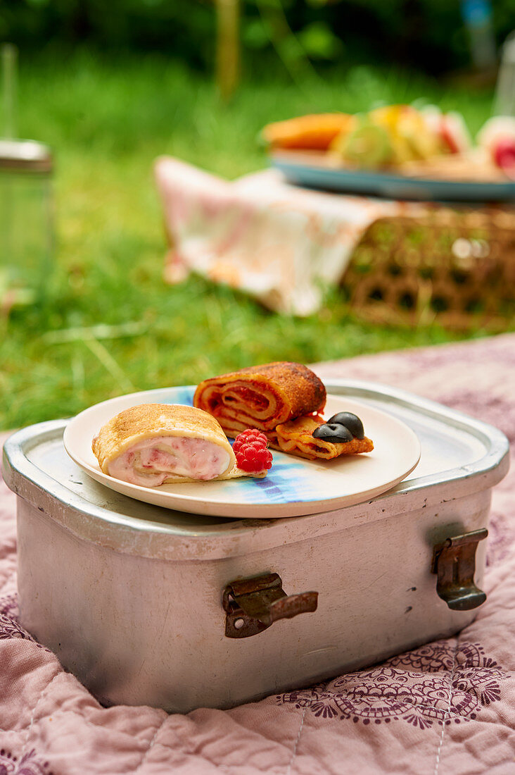 Pancake snails with berries for a picnic