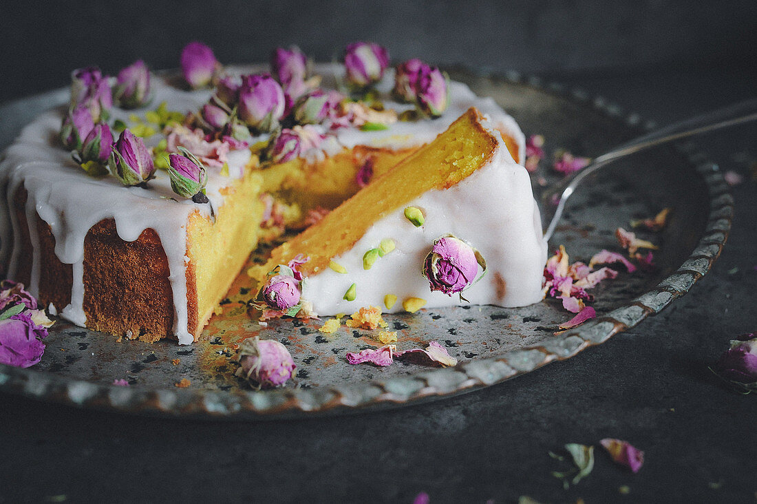 Oriental spice cake with rosewater and saffron