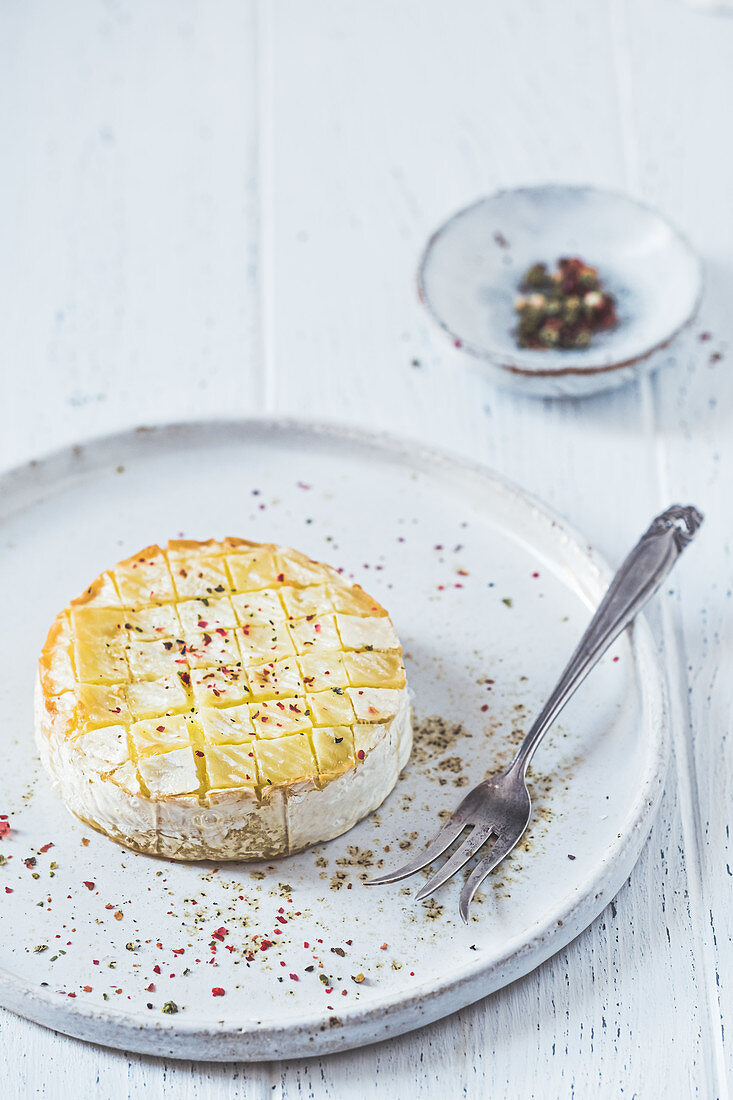 Baked camembert with pepper