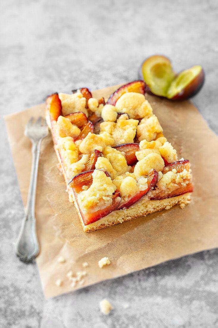 Vegan yeast dough plum crumble tray bake cake
