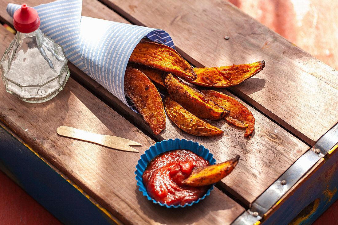 Sweet potato wedges with ketchup
