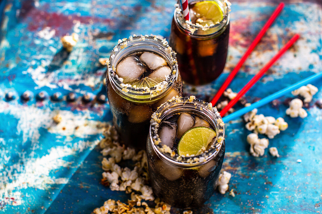 Iced tea with rum and lime