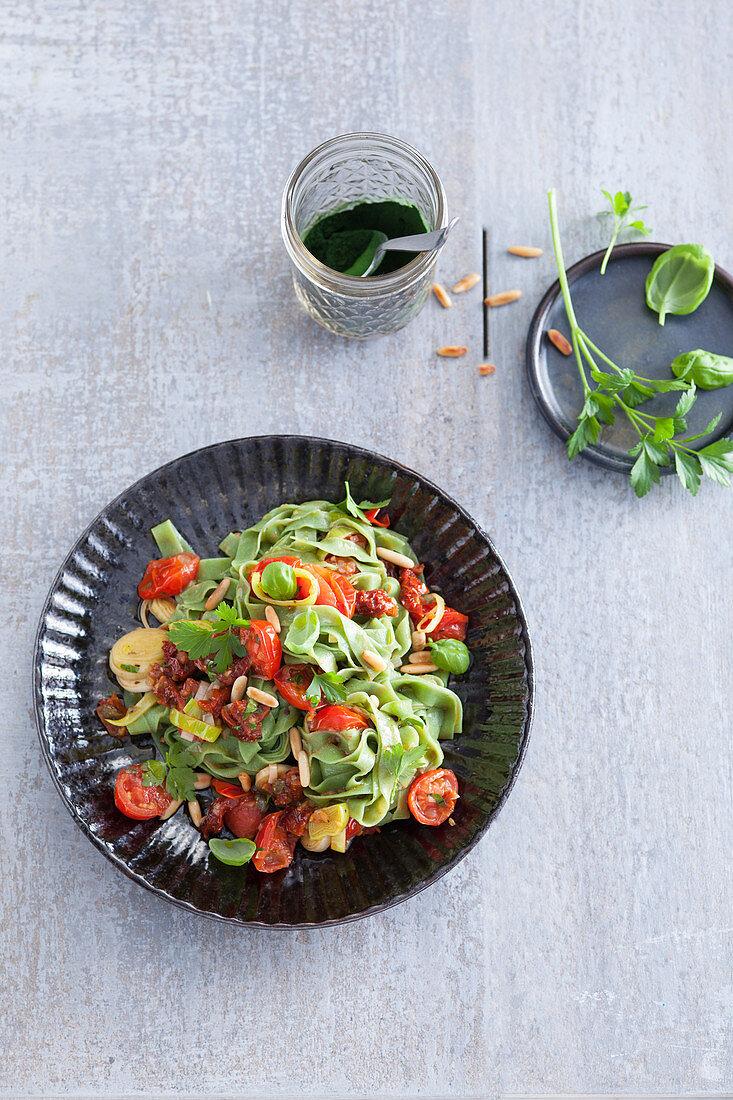 Green chlorella tagliatelle with tomato sauce