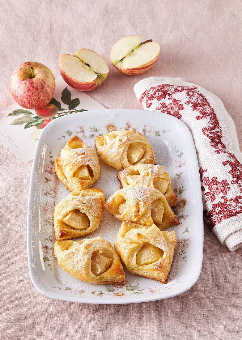 Sweet cheese wraps with apples
