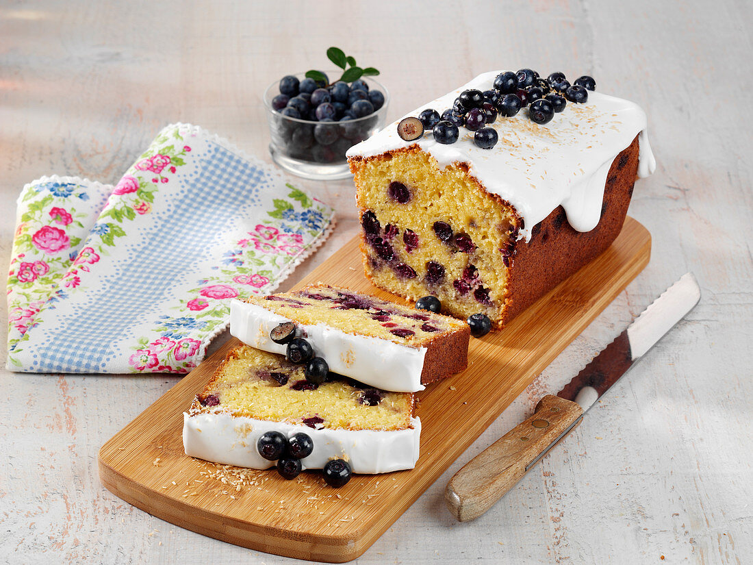 Low-carb blueberry cake