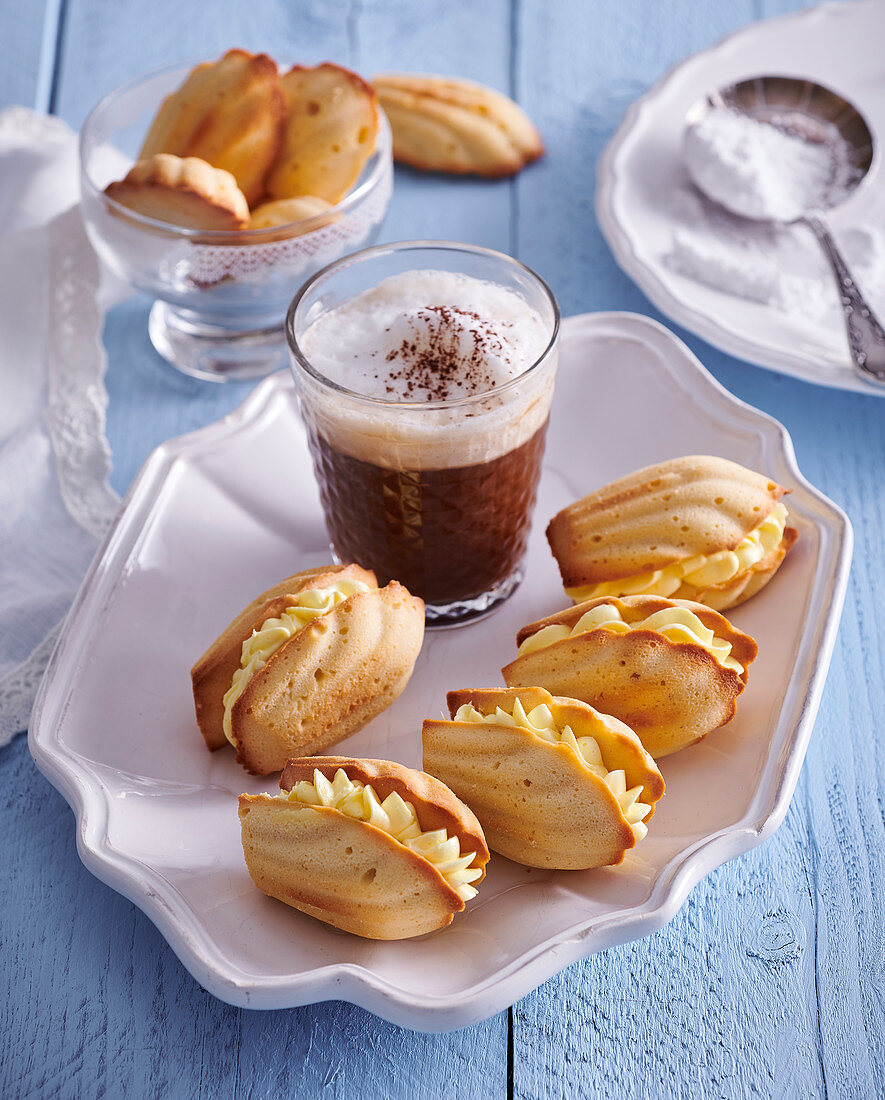 Madeleines filled with lemon creme