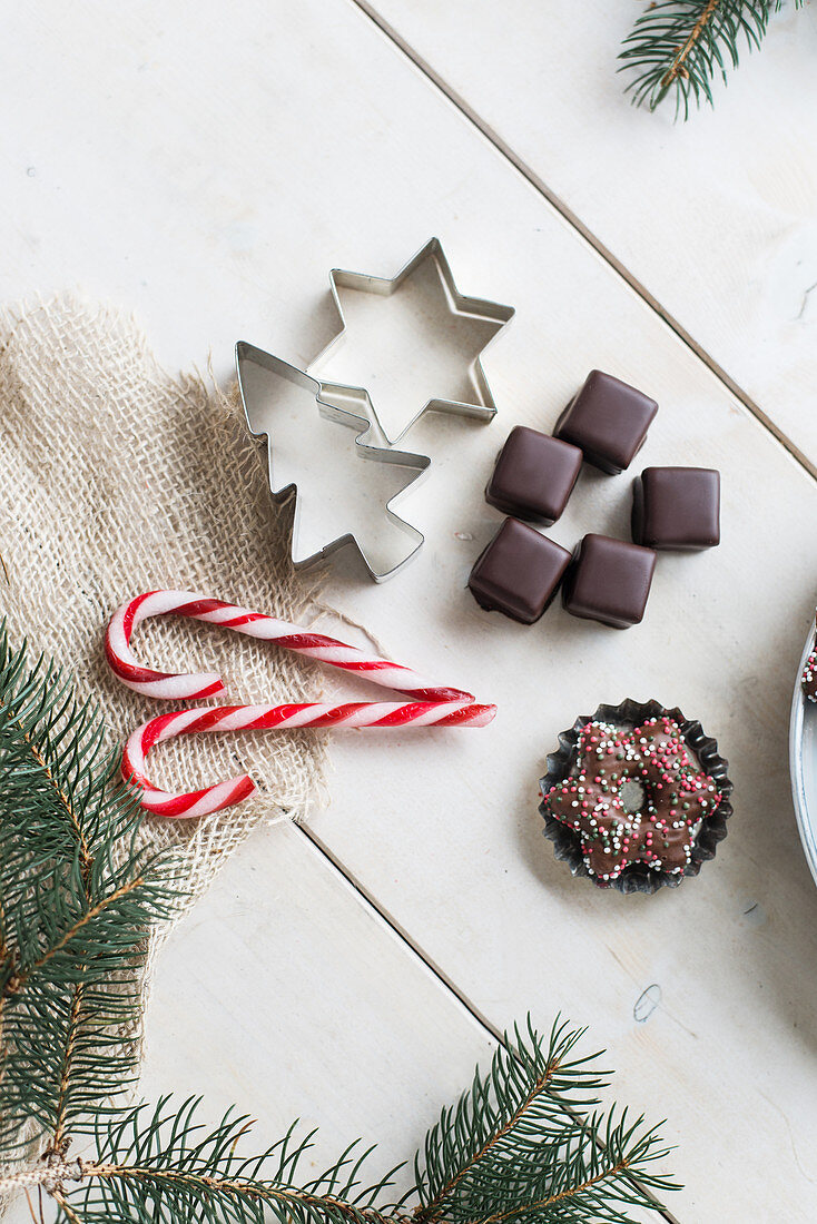 Gingerbread cookies, dominoes and candy canes