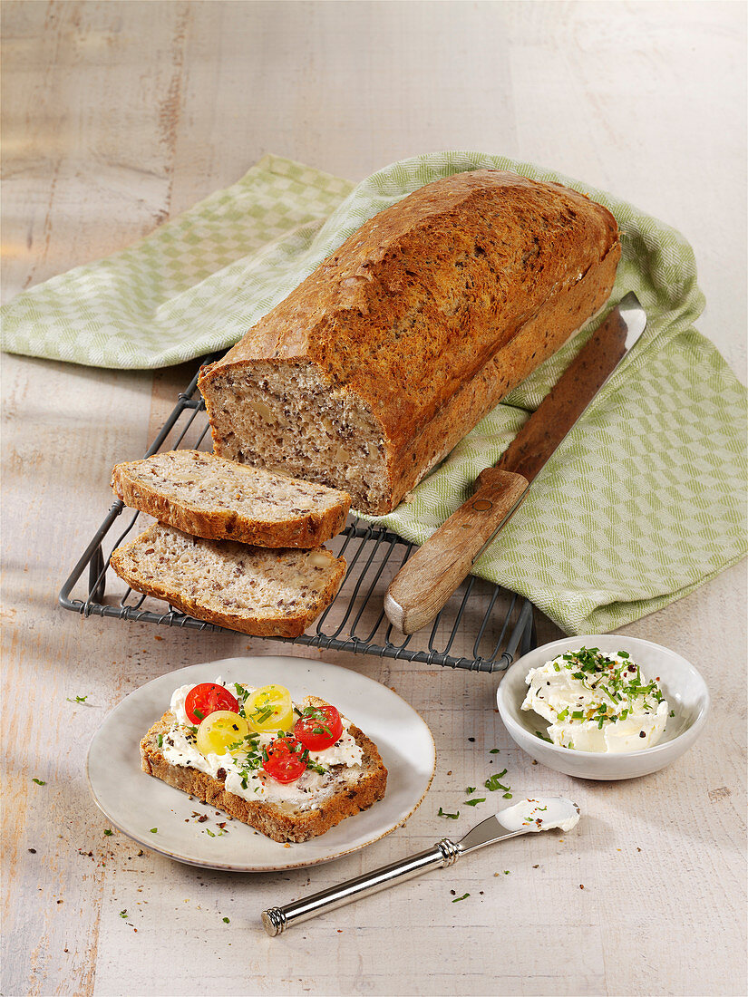 Spelled bread with flax seeds and almonds