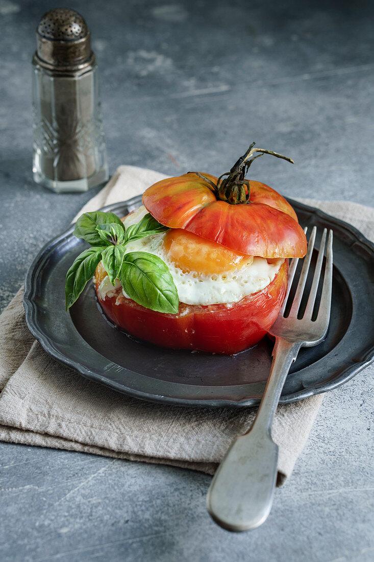 Tomato stuffed with pesto rice and egg