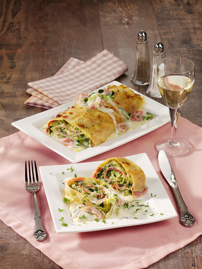 Pasta roll with leek, ham and cheese cream