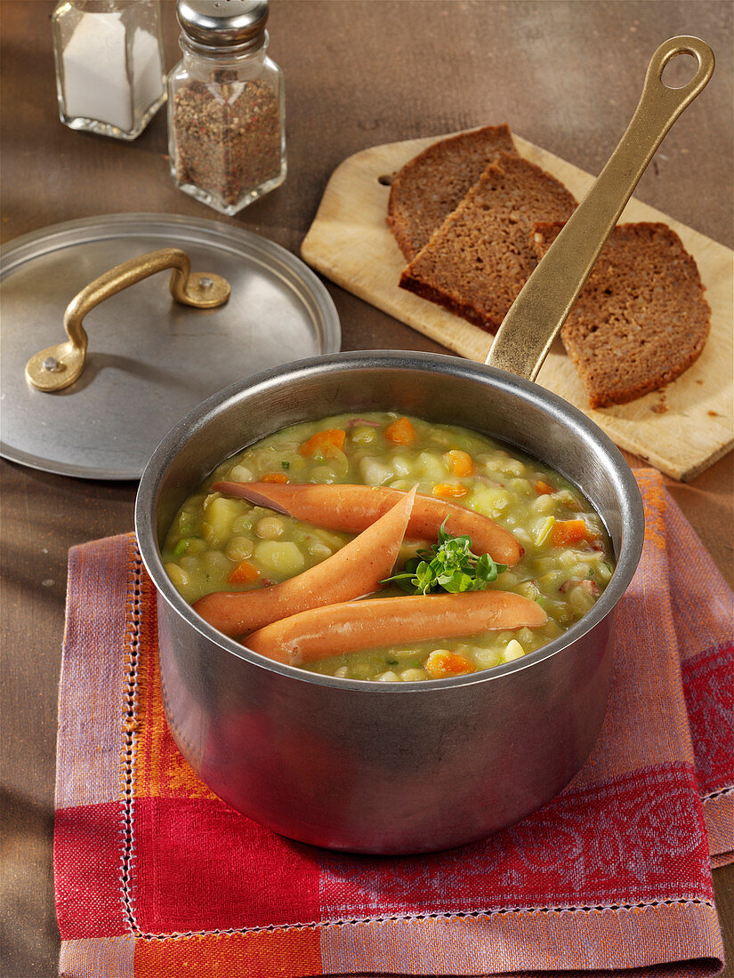 Classic pea stew with Vienna sausages