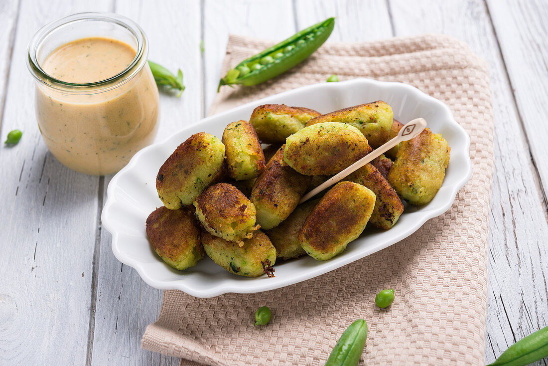 Vegan pea and potato croquettes from the pan with herb remoulade
