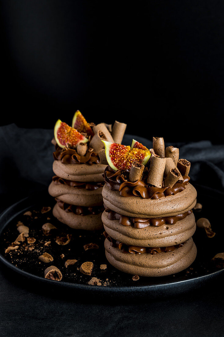 Chocolate mousse and meringue concord cake with figs