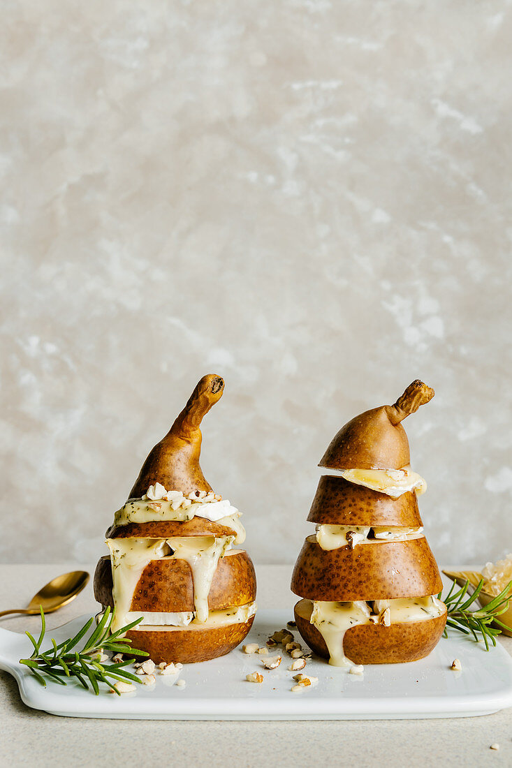 Baked pears with camembert cheese and almonds