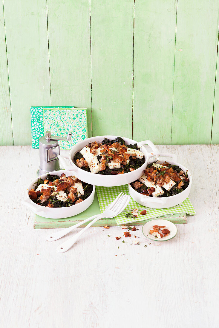 Spinach crumble with almonds and feta cheese