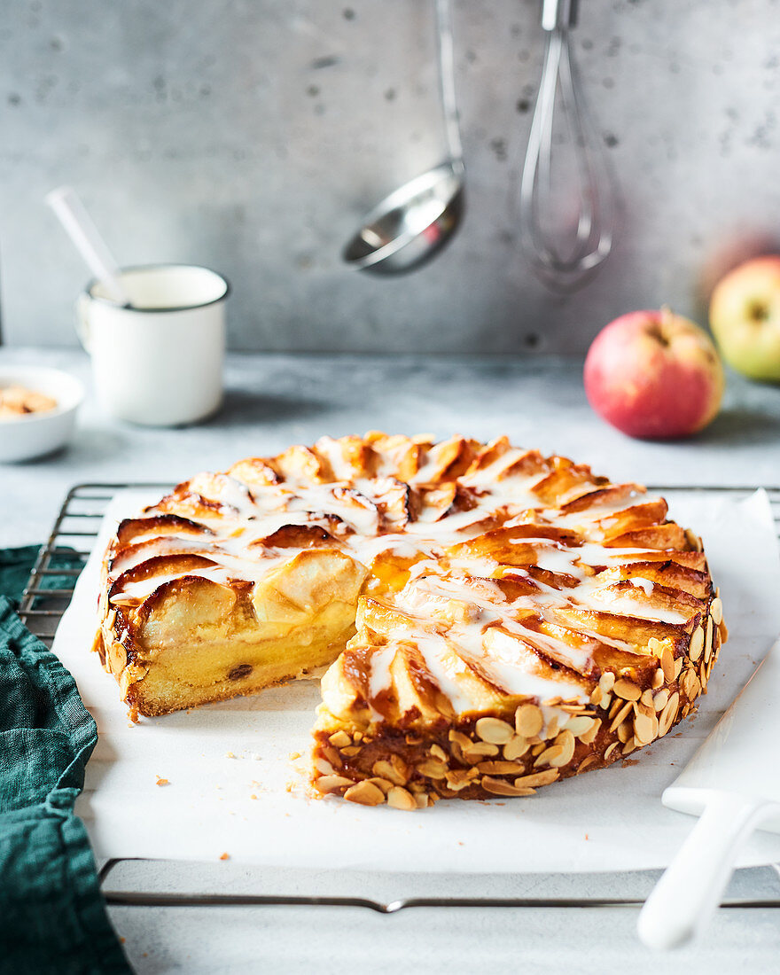 Apple pie with almonds and icing