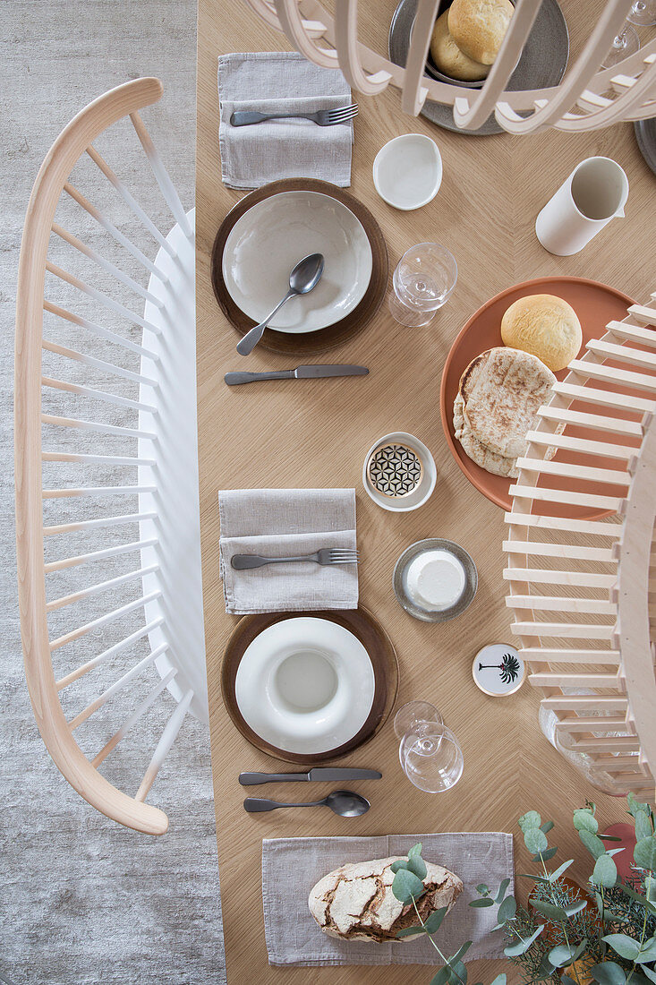 Simple, Scandi-style table settings in natural shades