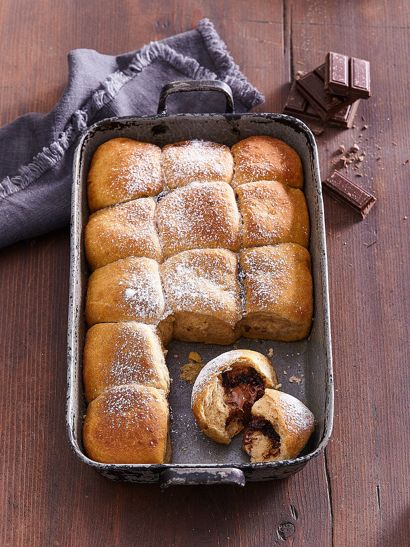 Sweet spelt buns with chocolate