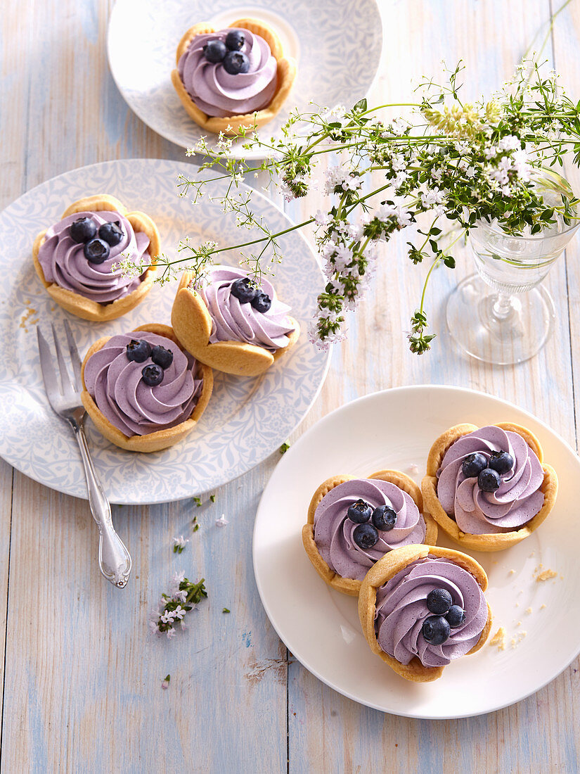 Tartlets with blueberry cream