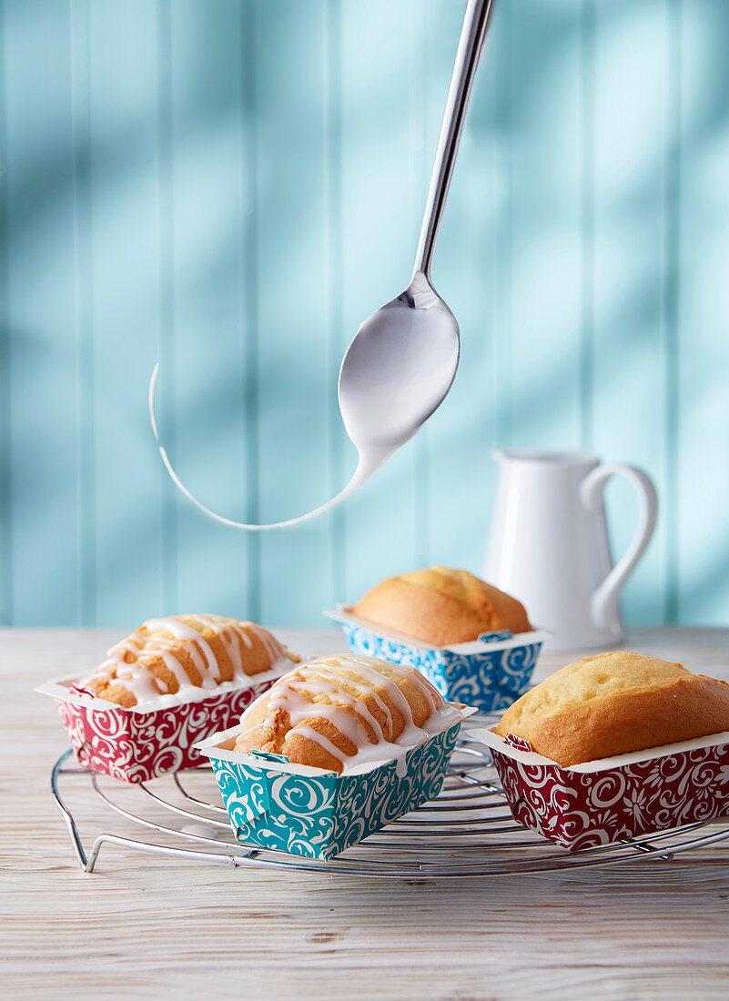 Small loaf cakes with icing in paper cases