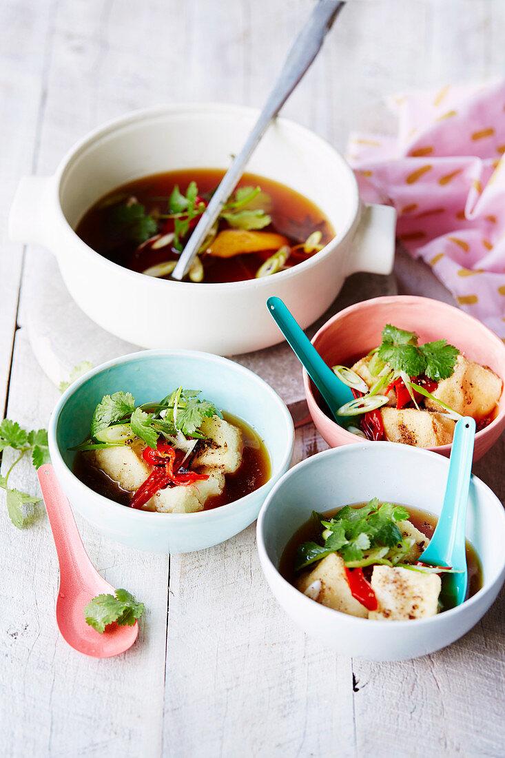 Veganes Chilli mit Agedashi-Tofu
