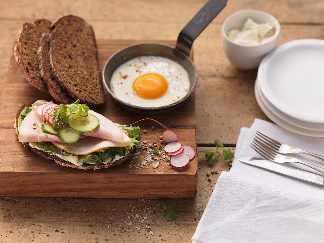 An open ham sandwich and fried egg