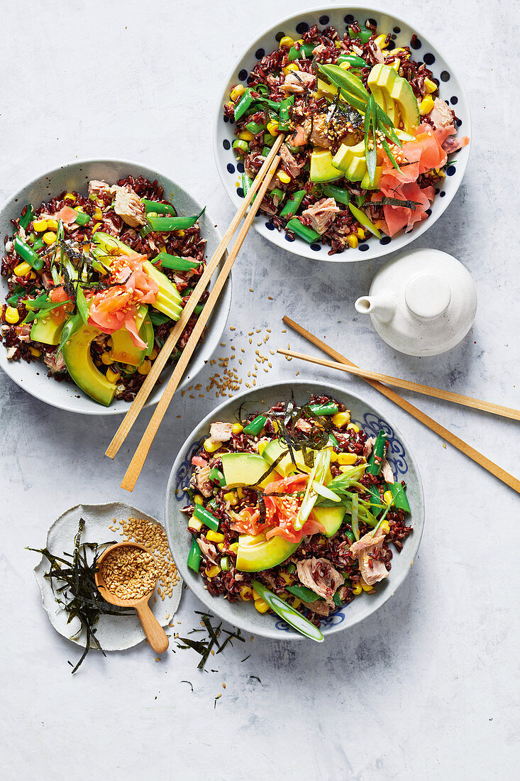 Super-quick sushi fried-rice with avocado and tuna