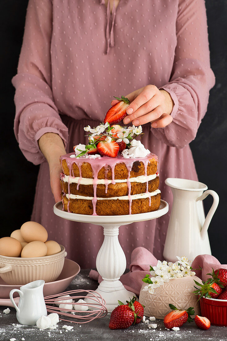 Rustic cake with cream and strawberries