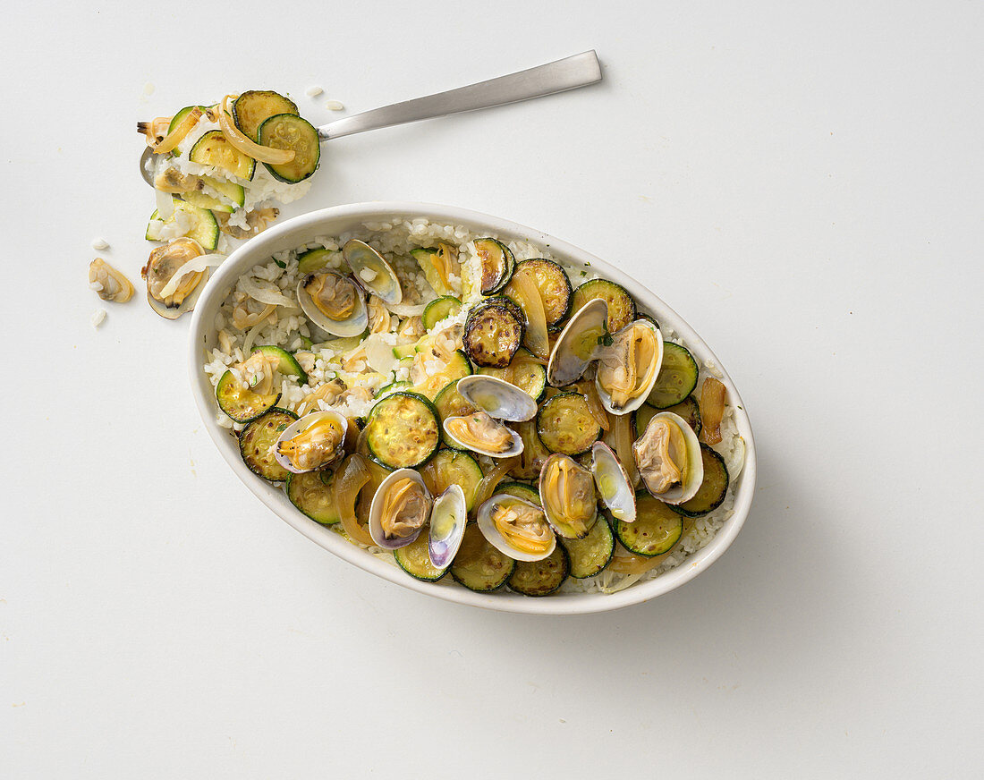 Clam and rice bake with courgette