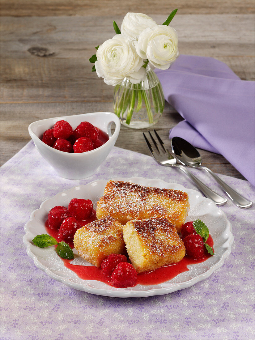 Semolina slices with berry compote