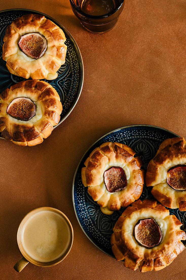 Fig and mascarpone sweet buns