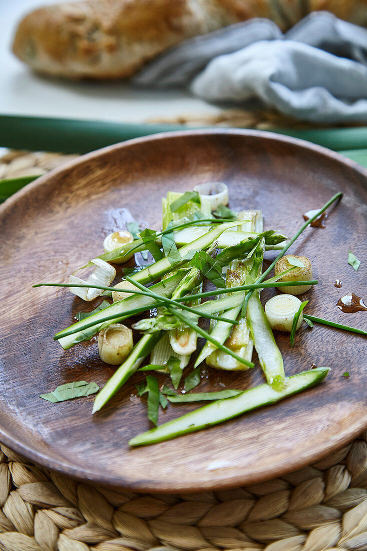 Spring salad with green asparagus, bulrushes and chives
