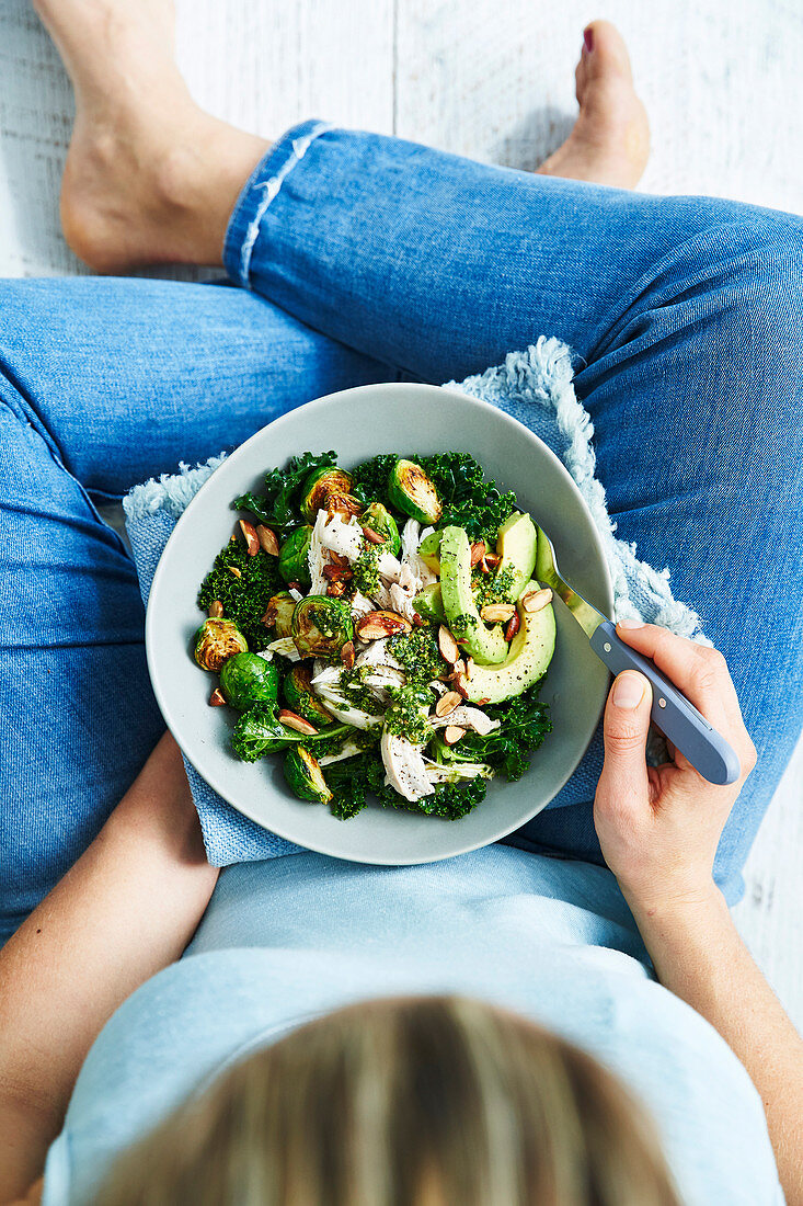 Detox Diet: Cabbage with Chicken and Avocado
